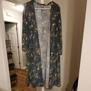 Lularoe sarah size medium